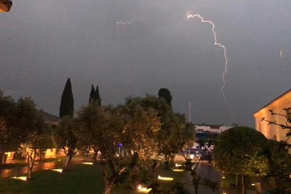 Las tormentas retrasan el comienzo del Andalucía Valderrama Masters. El sábado finalizará la 2ª jorn.