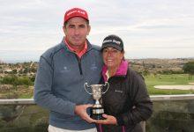 Víctor Casado, campeón de España de Profesionales Senior por la puerta grande en Alenda Golf