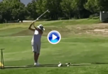 ¿De dónde ha sacado este swing? Un rara avis que hace inevitable no verlo una y otra vez (VÍDEO)
