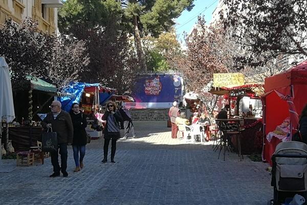 Hasta el 6 de Enero el Palacio Provincial se llena de artesanía y productos navideños gracias al Mercado Artesano navideño