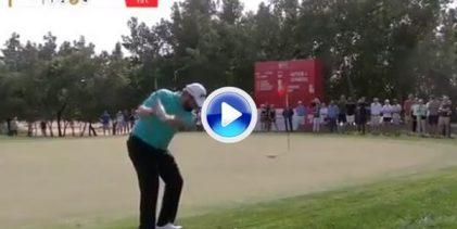 Lowry emuló a Lefty, y de qué manera, con este Flop Shot con la bola hundida en el rough (VÍDEO)