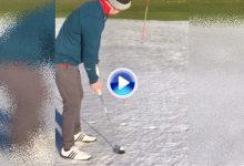 ¿Quién dijo que no se puede patear en la nieve? Este joven jugó y la enchufó desde lejos (VÍDEO)