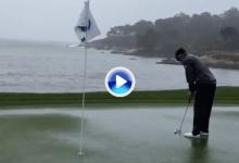 Rafa se toma con humor las cuantiosas lluvias de Pebble Beach y patea en un green mojado (VÍDEO)