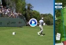 El Golf es duro… El primer golpe de Tiger en México se fue… fuera de límites. Doblebogey al 1 (VÍDEO)