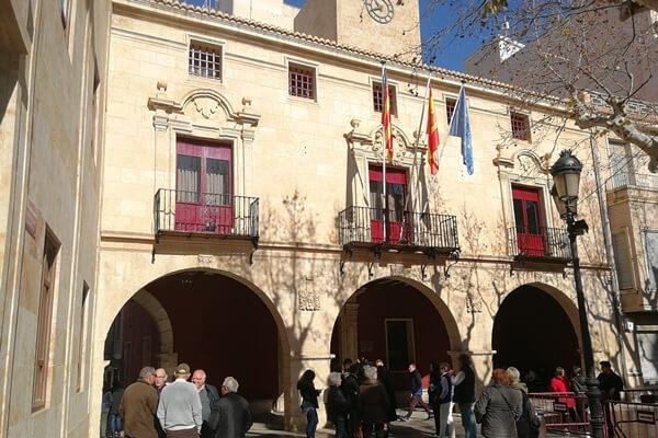 Fachada del Ayuntamiento de Aspe. Foto: Fernando Molina