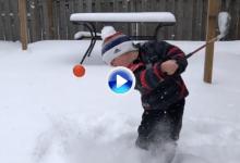 ¡Maravilloso! Vean cómo Preston, el niño prodigio de tan solo cuatro 4 años, saca la bola de la nieve