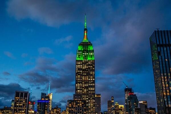 El Empire State se «viste» de verde y rojo en honor a Tiger. El célebre edificio rindió honores al Masters