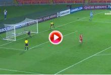 'Pa' chulo, chulo,…» Un jugador tira un penalti a lo Panenka y el portero se lo para ¡¡¡con el pecho!!!