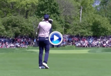 El Golf es duro… Daniel Berger pasó de la alegría a la frustración tras golpear el mástil de la bandera