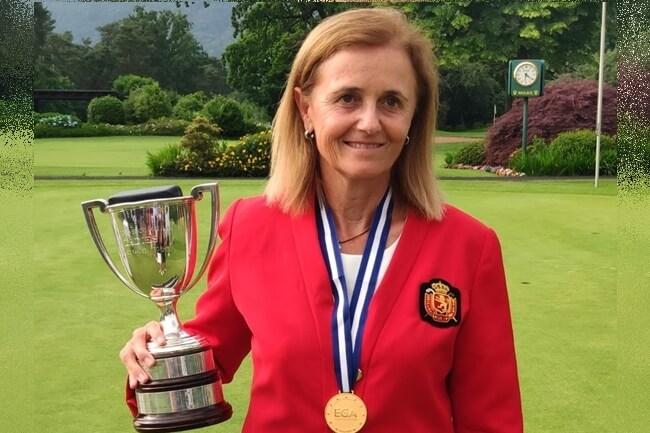 Macarena Campomanes posa con sus trofeos