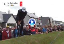 El más difícil todavía: Liam Johnston realizó su chip desde encima de un muro en el Abierto de Irlanda