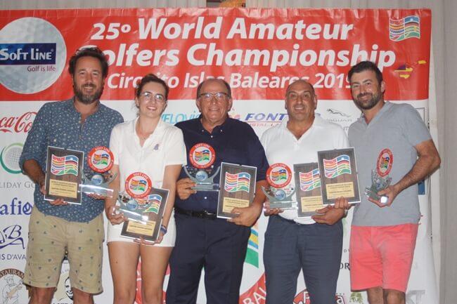 Los campeones de Baleares posan con sus trofeos
