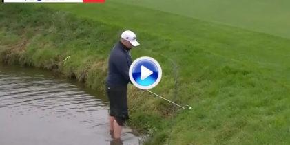 ¿Sin zapatos? No hay problema. Coetzee jugó desde dentro del lago con el agua casi por las rodillas