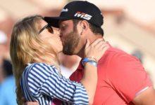 Las mejores imágenes de Jon Rahm con su ya mujer Kelley Cahill dentro y fuera de los campos de golf