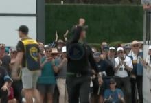 Adam Scott le puso emoción a su duelo frente a Schauffele con este putt para eagle desde 8 m.