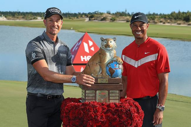 Henrik Stenson, campeon en el Hero World Challenge, junto a Tiger Woods