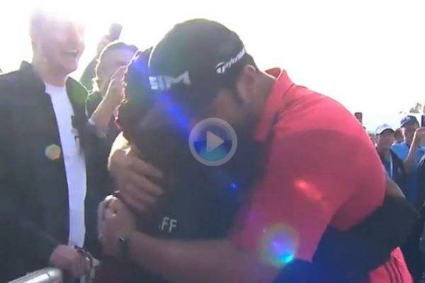 Jon Rahm le dio un abrazo y un guante a una agente de seguridad tras recibir un bolazo en un mal golpe