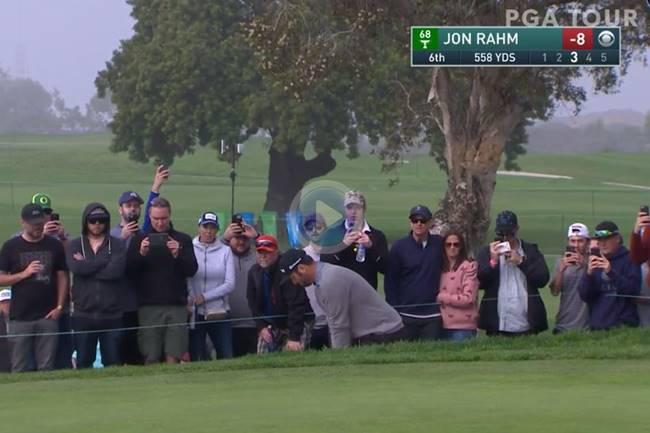 Jon Rahm dejó la bola dada con esta genialidad desde el bunker jugando con las caídas del green