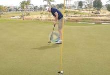 El Golf es duro… ¡Vaya corbatón! Esta bola hizo un giro de 360º y cogió el camino al lugar donde estaba