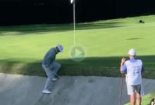 El Golf es muy duro: Ryan Palmer necesitó ¡cinco golpes! para sacar la bola del bunker en el hoyo 14