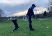 Se hace llamar «Leo, The kid Golfer» tiene solo 6 años, 19 de hcp. y hace unos Flop Shots alucinantes