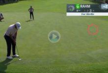 Jon Rahm se apuntó un gran birdie con este putt desde el collarín del green desde más de 9 metros