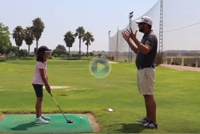 J. V. Pérez presenta, en clave de humor, la fórmula para que sus hijos abandonen la práctica del Golf