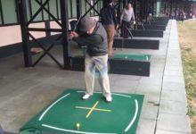 ¡Qué grande es el Golf! Tiene 91 años pero la ilusión de 15 para seguir practicando su deporte favorito