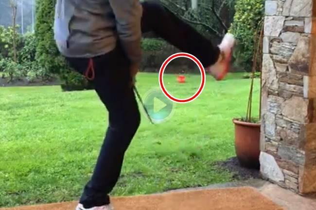 Álvaro Rumbo, nuestro mago de los Trick Shots, emuló a Seve approchando por debajo de la pierna