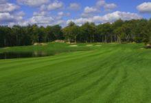 Tres amigos, arrestados en Rhode Island al saltarse la cuarentena para ir a jugar una ronda de Golf