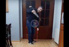 Consejos de GOLF desde casa: Pastrana nos enseña a entrenar la subida con una varilla o una escoba