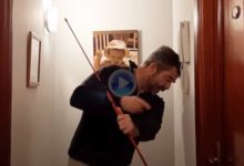 Consejos de GOLF desde casa: Mantener ángulos durante el swing apoyando la cabeza en la pared
