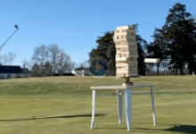 Jenga + Golf = éxito asegurado. Vean en lo increíble que se convierte este pasatiempo en el campo