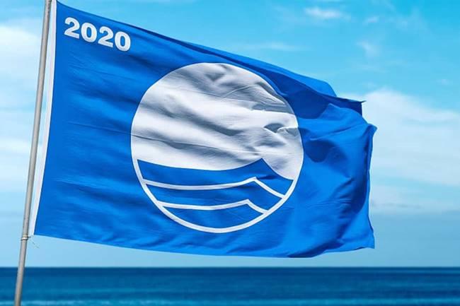 Orihuela consigue que sus once banderas azules ondeen en sus playas por tercer año consecutivo