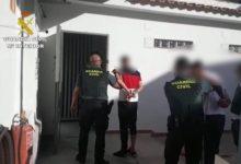 La Guardia Civil detiene en Benidorm a una banda especializada en robos de coches en campos d golf