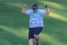 Este jugador, con puro en la boca, partió, cabreado, el palo de golf por la mitad tras hacer un socket