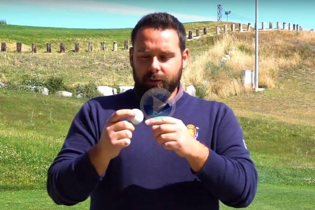 Diferencia entre bola de competición y de prácticas explicado por Abraham Ruiz, técnico de la RFEG