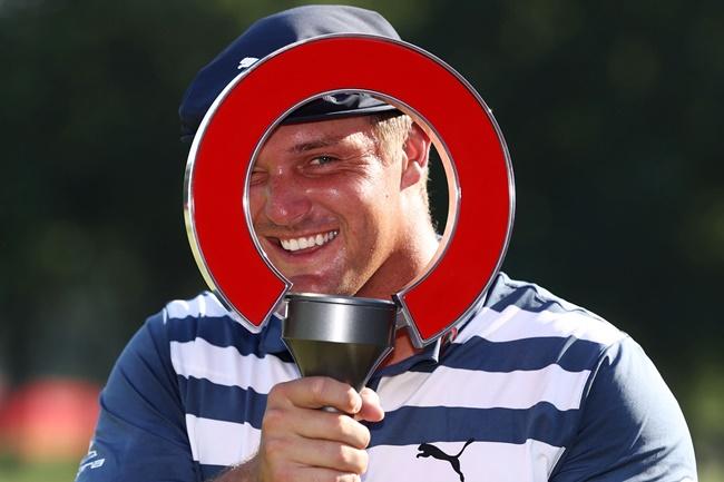 DeChambeau da una lección magistral de Golf en Detroit para llevarse a casa el Rocket Mortgage