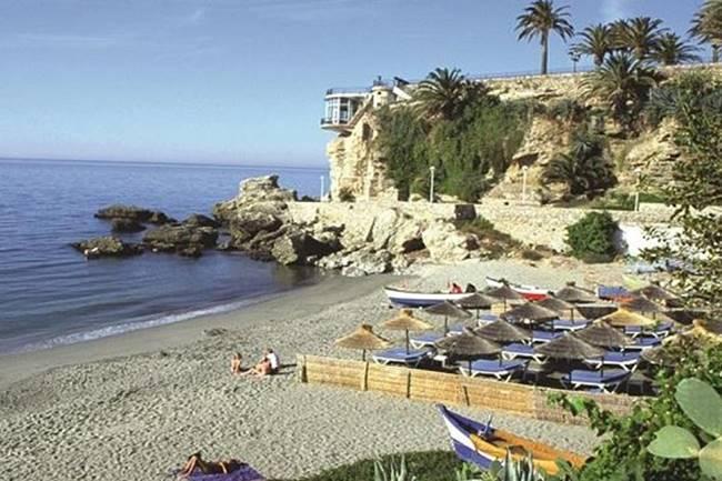 Playa de Calahonda, la playa más fotografiada de Nerja