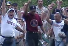 ¡Wow! Hasta Tiger Woods se sorprendió con este Flop Shot en el Memorial de 2004. ¡Qué maravilla!