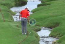 Este golpe de Jon Rahm en el US PGA de espaldas al green con la bola en rojas todavía es recordado