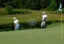 El Golf es duro… McIlroy se apuntó un 8 tras fallar este chip al borde del green con su tercer golpe