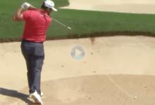 El Golf es muy duro… también para Jon. El español no pudo sacar la bola del bunker y le salió caro