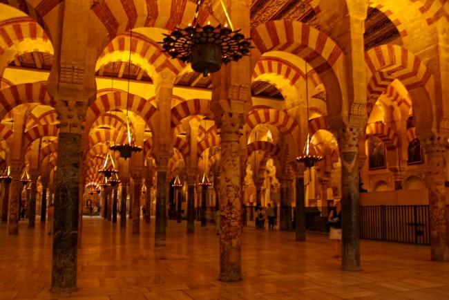 Visite Córdoba, la ciudad de los cuatro Patrimonios de la Humanidad: de la mezquita a los patios
