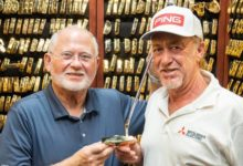 Jiménez recibió de la mano de John Solheim, CEO de PING, un putt de oro por su record de torneos en ET