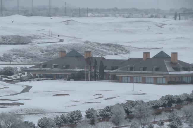 ¿Cómo recuperar un campo de golf nevado? ¿Qué técnicas y herramientas son necesarias para ello?