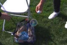 Jordan Spieth envió la bola directamente a la bolsa de un voluntario desde el tee del hoyo 10 de PB