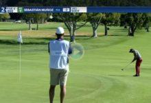 Sebastián Muñoz demostró que patear desde fuera de green también tiene recompensa. ¡Vaya birdie!