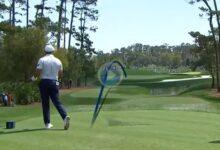 El Golf es duro… Dechambeau pasó de rojas pero no evitó el agua con este topazo desde el tee del 4