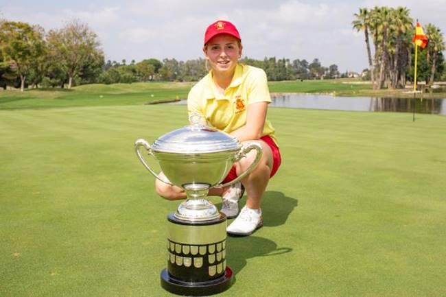 Espectacular triunfo de Carla Bernat en la Copa S. M. La Reina. Se impuso a Julia López por 2 y 1